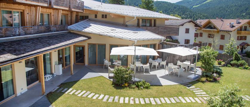 blu-hotel-natura-spa-exterior-2.jpg